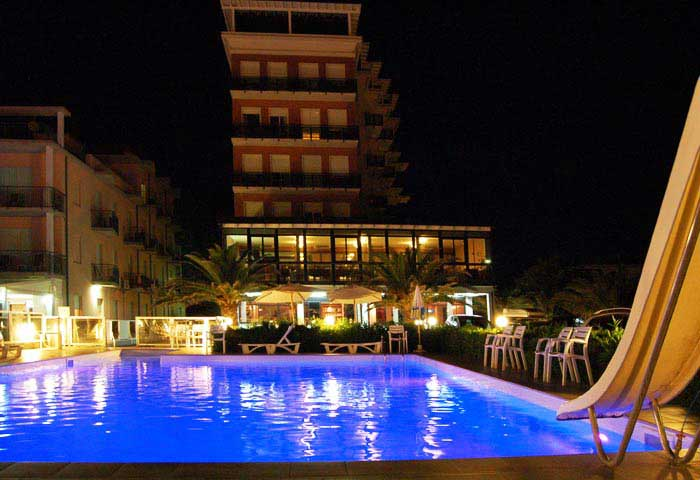 hotel roma by night