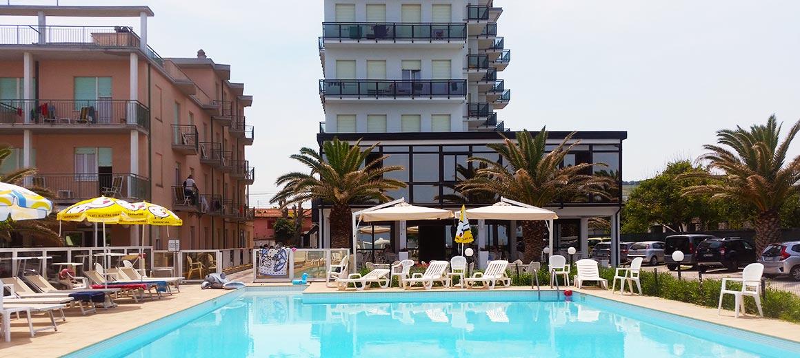 Hotel senigallia 3 stelle piscina spiaggia di velluto - Hotel piscina roma ...